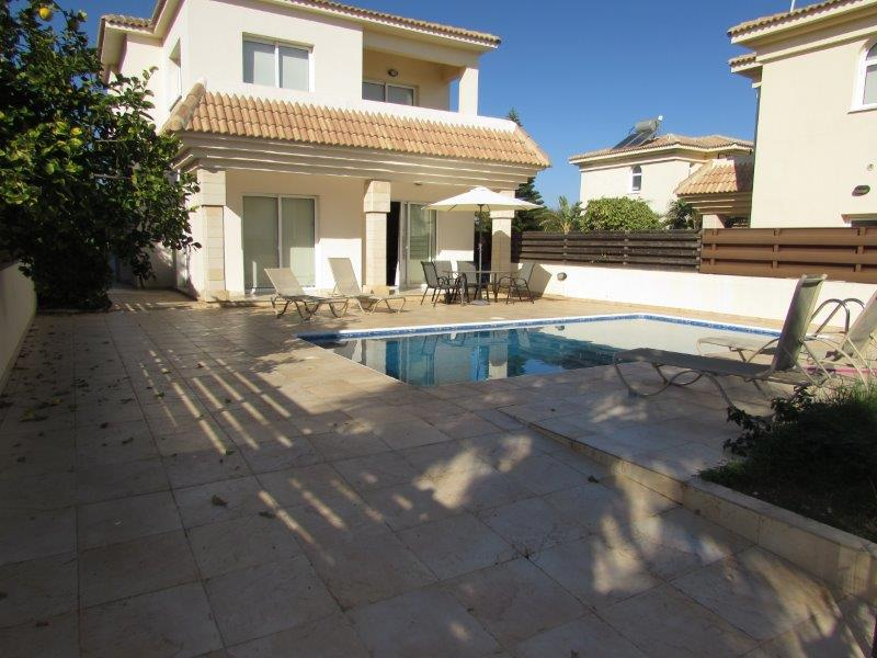 RENTED!  REF:  BWBV31 Three Bedroom Three Bathroom Villa with Pool €1000PCM NON NEG!