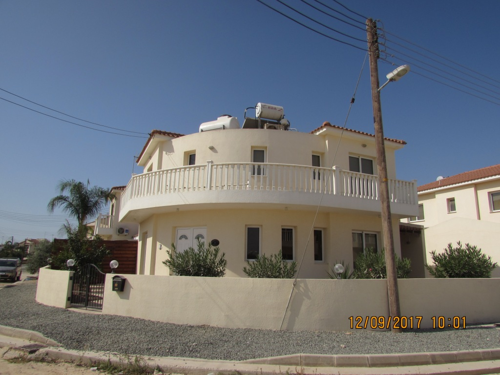 RENTED:  RV10XF Large three bed villa with private pool €650pcm – Xylofago Village