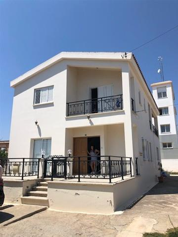 REF:  EVD12 Three Bed Part Furnished House €650PCM