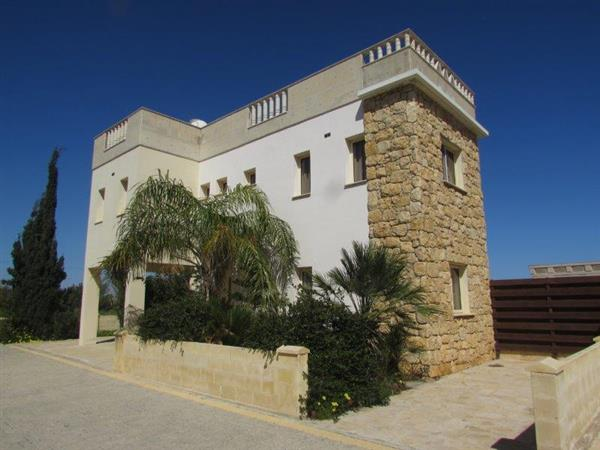 REF:  CDS5 Three Bed Villa – Excellent Location – Private Pool and 1st floor and Roof Terrace €1100PCM
