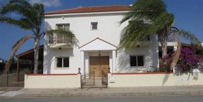 REF:  DVCOK Large three bed Villa with great outside space – €1000 per month