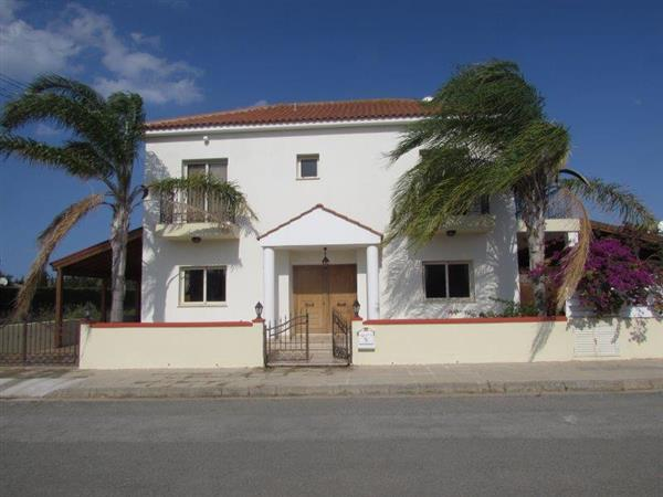 REF:  DVCOK Large three bed Villa with great outside space – €850 per month