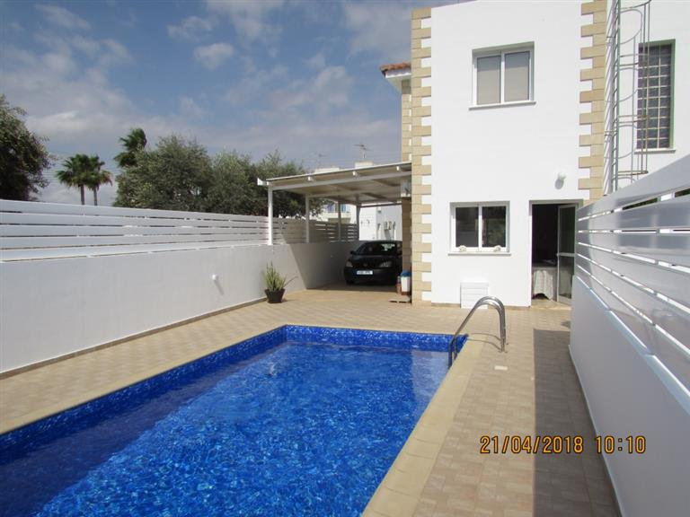 REF: L6RENA Modern Three Bed Villa with Private Pool – 200m to the Beach – €950pcm