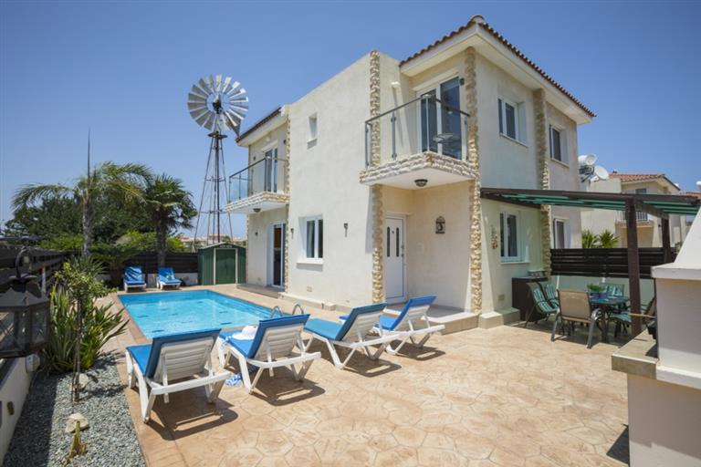 REF:  MDV19 Two Bed Villa with private pool.  Protaras €650pcm 12 month rental