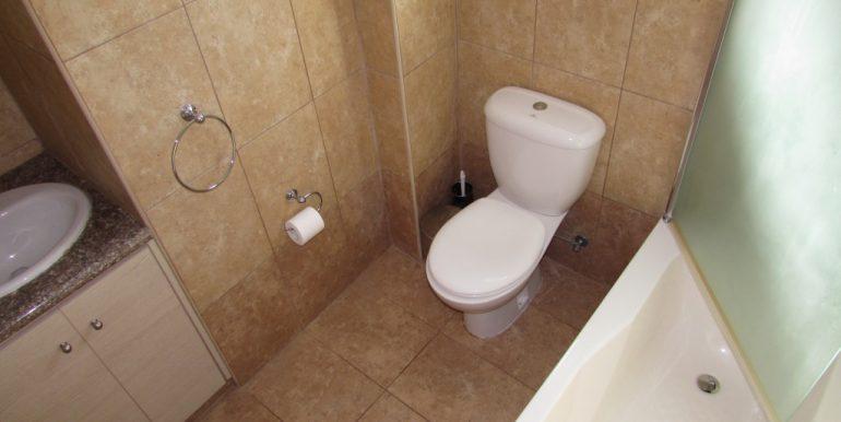 XV8 Family Bathroom