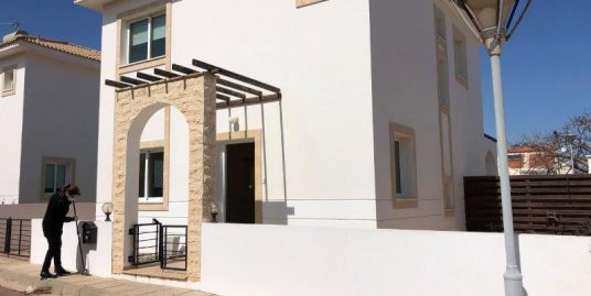 REF:  FV2 Three bed UNFURNISHED Villa.  €725.00PCM 12 month contract. (Ayia Triada)