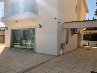 REF:  GMV5 Four bed, 2.5 bath Villa, Overflow Pool, Pernera €1300 per month (12 month contract)